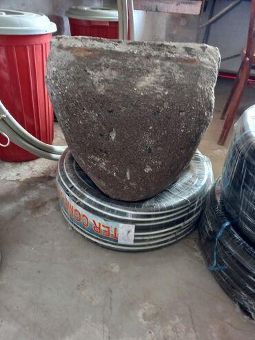 Qara qədmi su daşı satılır