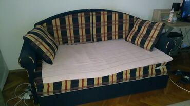 Na prodaju,kauc-krevet na razvlacenje sa sandukom za odlaganje