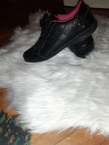 Zenske patika-cipele od eko koze malo nosene, nisu nigde ostecene, ne