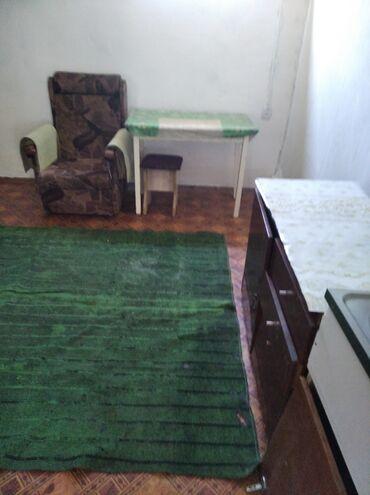 uglovaja kuhonnaja mjagkaja mebel в Кыргызстан: Сдается времянка, ж/м Кокжар 1 ком,для семьи опл 6000сом есть мебель