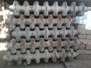 Ремонт и строительство - Кызыл-Кия: Чугунные батареи (широкий) сделано в СССР б/у 150 сом за секция