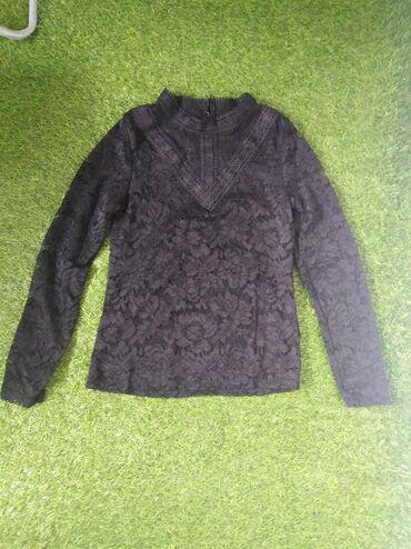 Bluza crna čipkana, odgovara veličinama S i M. Nenošena