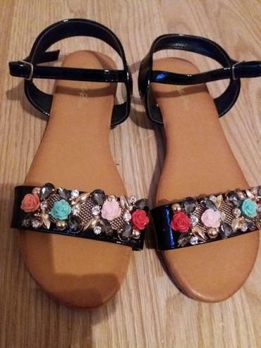 Nove prelepe i preudobne sandale.  Gaziste 25cm  - Uzice