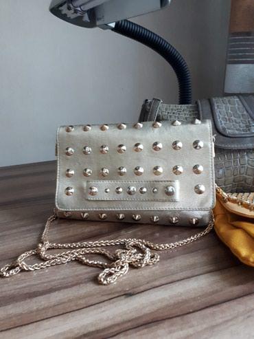 жен-сумка в Кыргызстан: Жен сумочка с цепочкой. золотая с золотыми заклепками. в отличном