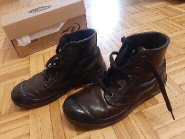 Kožne, vodootporne Paladium cipele, veličina 38, imaju sitne tragove - Obrenovac