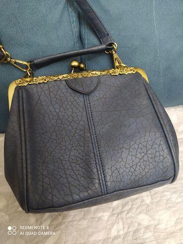 Отличная сумочка на поцелуйчиках,самый удобный размер и