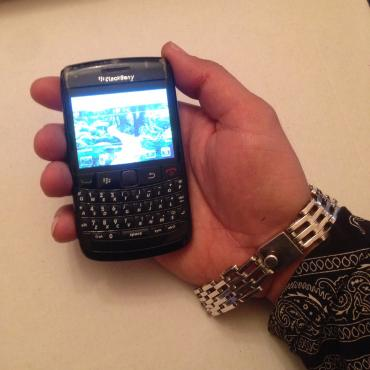blackberry-porsche - Azərbaycan: Telefon ela ishdiyir ishdemeyindede qeti prablem yoxdu telefonu