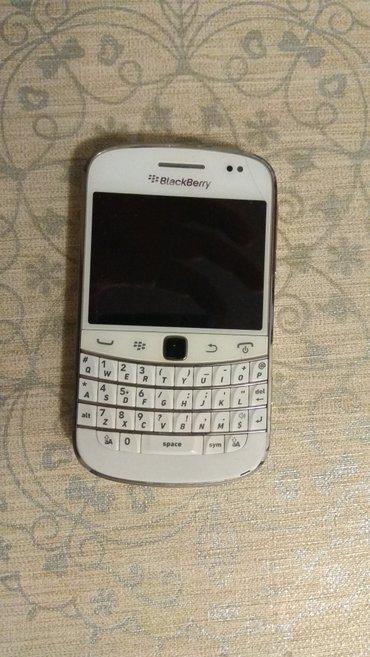 Bakı şəhərində Ağ rəngdə blackberry 9900. Telefon əla vəziyyətdədi. Super işləyir. 3