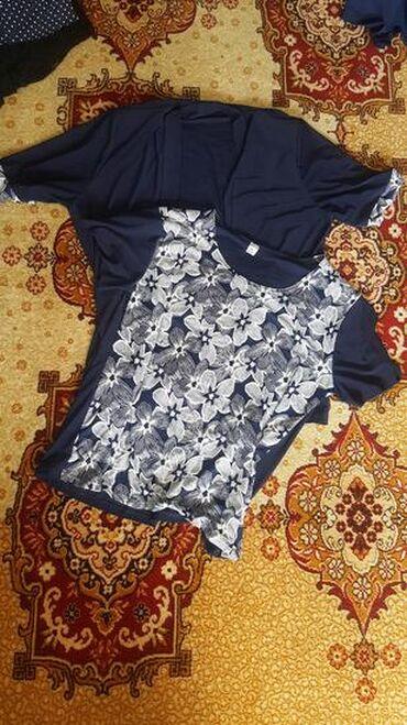 Jako kvalitetan set sastoji se iz majce i bluze preko kupljen u