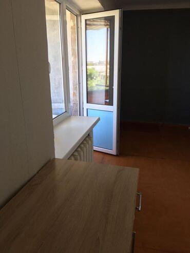 Продажа квартир - Тех паспорт - Бишкек: 104 серия, 2 комнаты, 44 кв. м Бронированные двери, С мебелью, Не сдавалась квартирантам