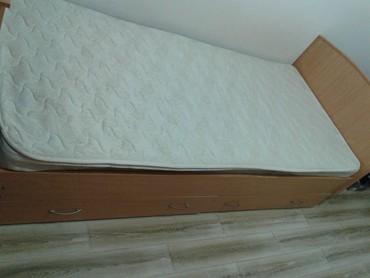 Кровать с матрацем,, бывшая в в Бишкек