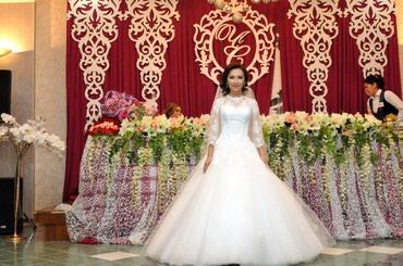 Продаю свадебное платьеСшито на заказ, надето 1 раз. Цвет белый