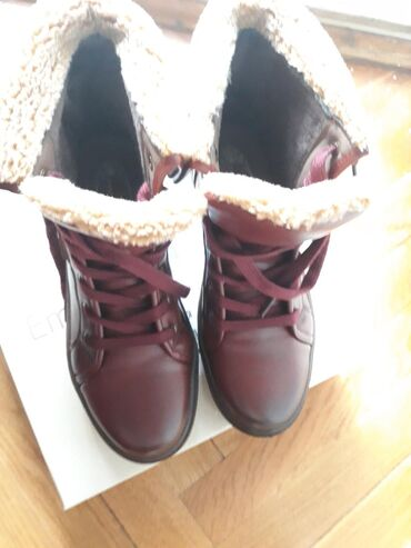 Nove Emelie zimske cipele 37