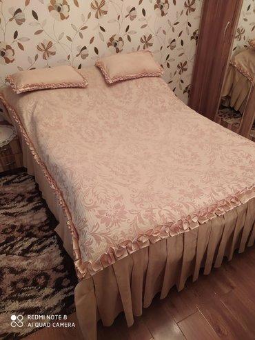 Продаю покрывало на двухспальную кровать. Вместе с подушками. Ткань т