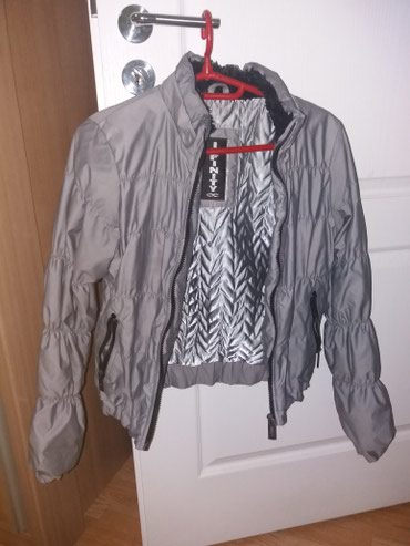Ocuvana zenska jakna, M velicina ali je manjai model odgovarao bi - Krusevac