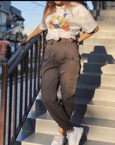 Брюки карго : накладные карманы, манжеты внизу штанин, пояс на талии