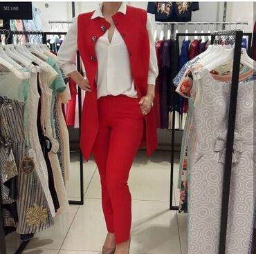 Продаётся красный костюм,качество отличное,состояние хорошее, покупала