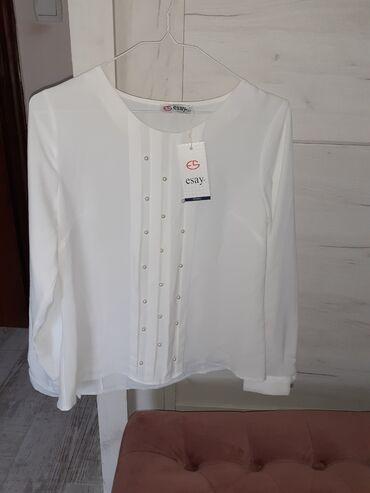 Nova bluza sa etiketom,40Sa biserima(jedan se odšio-uslikano je)zbog