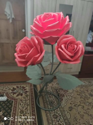 Цветы светящиеся, высота 1,40 м. Дёшево отдам за 1200. Срочно продаю