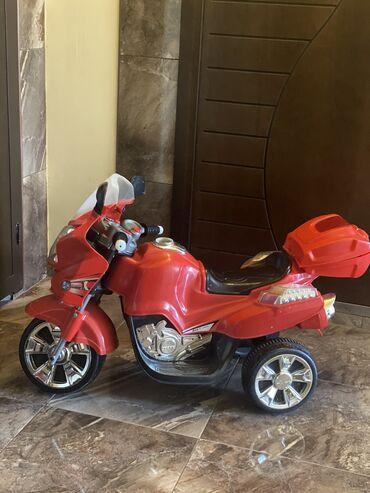 Motosiklet tam işlek veziyyetde. Ayağ motoru ile işleyir 9 yaşa kimi