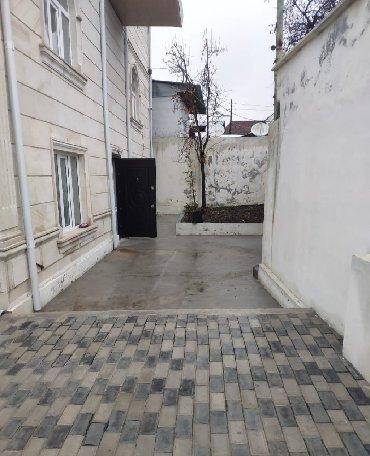 - Azərbaycan: Satış Evlər mülkiyyətçidən: 300 kv. m, 5 otaqlı