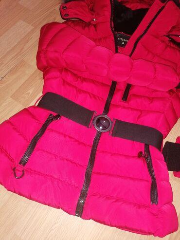 Pretopla zimska jakna, nošena par puta S velicina