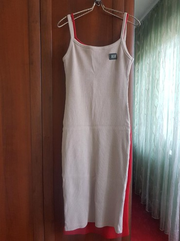 zhenskie rubashki dolce gabbana в Кыргызстан: Срочно Продаётся новое платье футляр, ткань качественная лапша не
