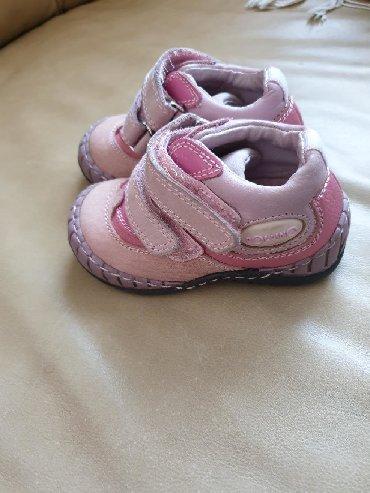 Dečije Cipele i Čizme - Borca: Polino cipele br.20.ima flekicu