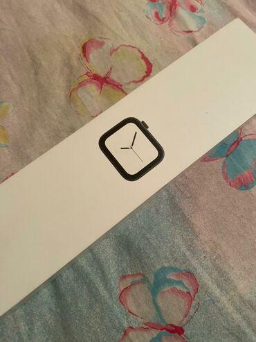 Смарт- часы Apple Watch 4 поколения / 40mm Полтора дня активной
