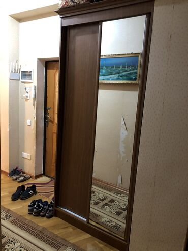 koridorda dolap - Azərbaycan: Shkaf Kupe giymeti 250 azn  hec bir problemi yoxtur ishlek veziyetdedi
