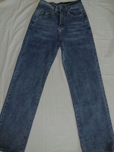 Продаю новые джинсы.Цвет приятный. Шов на синих джинсах коричневой