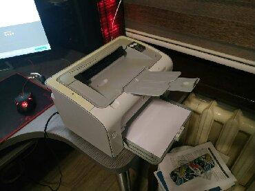 черно белый принтер в Кыргызстан: Продаю принтер HP Laser Jet P1102 лазерный, черно-белый!!! Не