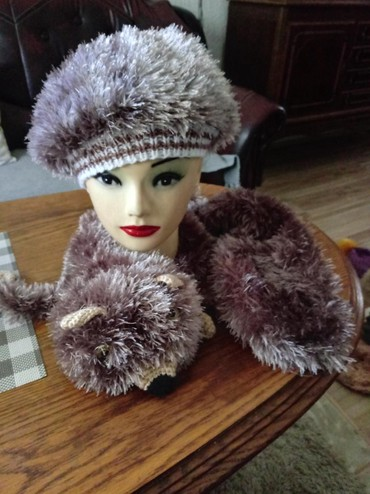 Sal i kapa od cupave vunice rucni rad sal je u obliku lisice i mnogo - Vrnjacka Banja