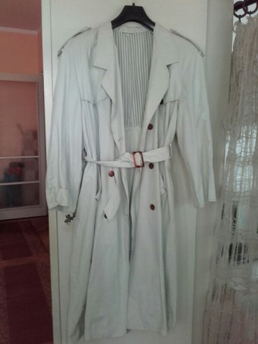 Zenski mantil beli, ocuvan, br 42. Moze se skratiti na odredjenu - Beograd
