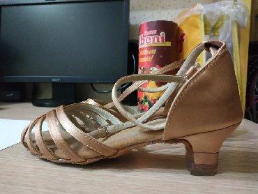 замшевые туфли на каблуках в Кыргызстан: Продаю туфельки на латиноамериканс. танцы, дочка одела один раз на