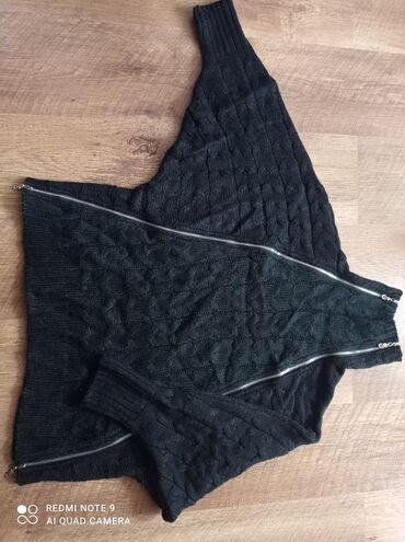 Свитер oversized,Корея,не носила, молнии растегиваются, очень теплый и