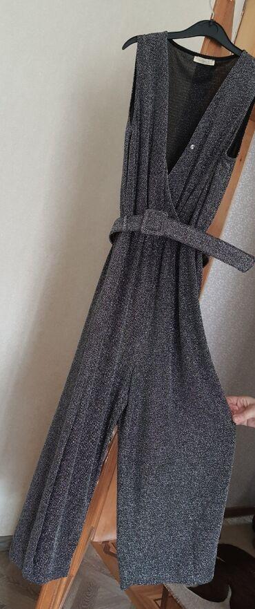 вешалка для верхней одежды в Азербайджан: Tulum ve don satılır. Tulumun belinde kemeri var. 36-38 razmer geyine