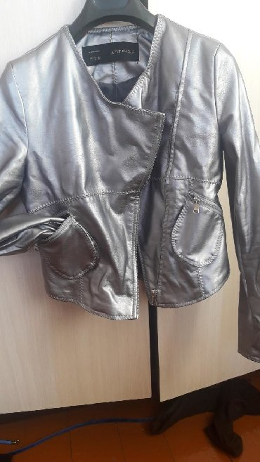 Куртка эко кожа на 42 размер серого цвета в отличнтм состоянии