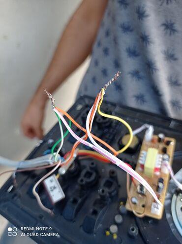 peyk - Azərbaycan: Menzillere,Heyet evlerine,ofislere ve s.1)Elektrik islerinin gorulmesi