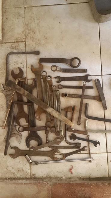 Ключи гаечные, разного размера. Нужные инструменты в каждом гараже!