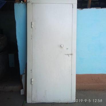 Двери - Кыргызстан: Железный дверь б/у (Длина ) 2.10 ширина 1 метр