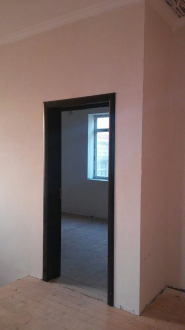 Bakı şəhərində Tecili  kupcali  villa satilirev 200kv-dir 1-ci mertebesinde masin