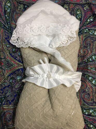 Продаю конверт одеяло тёплый в комплекте имеется царапки и чепчик