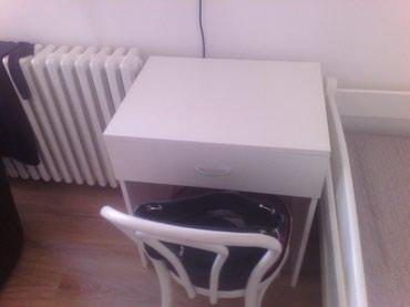 -Radni sto se izradjuje od Univera debljine 18 mm u belom dekoru - Belgrade