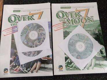Knjige, časopisi, CD i DVD | Vrsac: Over the Moon 7, komplet za 7.razred. Udzbenik + radna sveska + CD sve