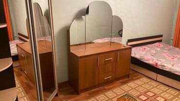 bmw 1 серия 135i amt в Кыргызстан: Сдаю ПОСУТОЧНО 1-комнатную квартиру на Элебаева/кулатова4 этаж из 4
