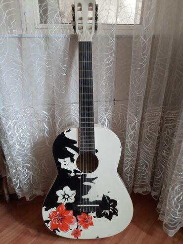 paketci isi в Азербайджан: Masterwork firmasının əl işi gitarası . Heç işlənməyib