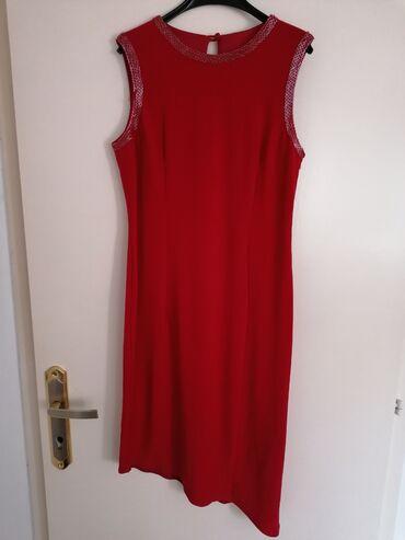 Asimetricna crvena haljinaZanimljivog kroja, jako lepo stoji, M