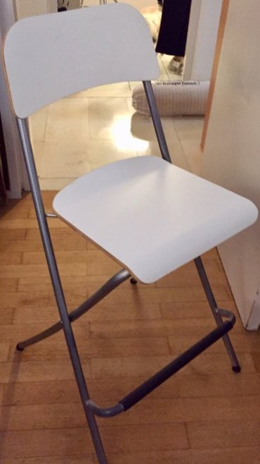 2 λευκά stools για κουζίνα ή μπαρ αμεταχειριστα από ikea 20€ το ένα σε Υπόλοιπο Αττικής