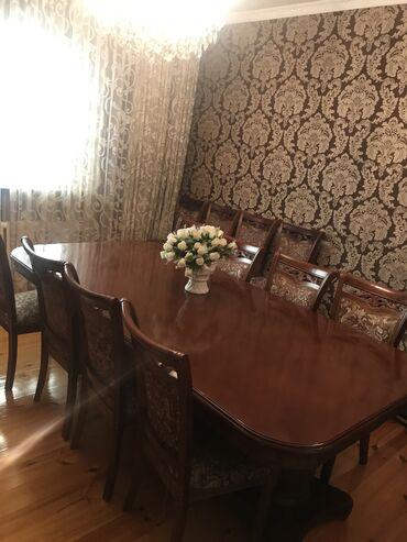 стол и стулья для гостиной в Кыргызстан: Продаю стол, массив дерева, в идеальном состоянии, раздвижной на 12